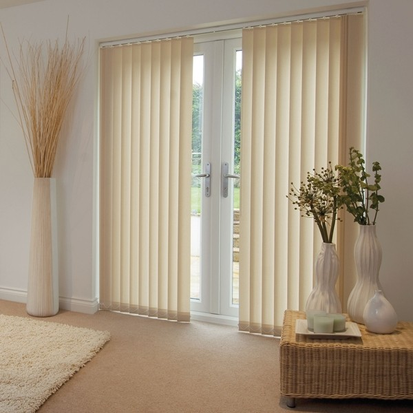 Cortina de lamas verticales for Cortinas para salon beige